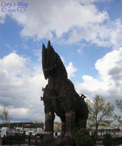calul-troian-din-filmul-troia