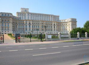 Toată lumea ştie de Casa Poporului pe exterior, dar nu şi pe interior! – When America meets Romania – Part VI