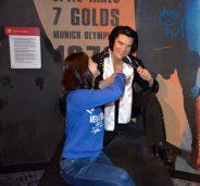 Elvis, what a gentleman!