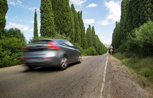 Rezumatul verii: românii care au plecat în vacanță au preferat mașina (studiu)