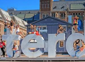 Amsterdam luptă cu turismul de masă: fără litere