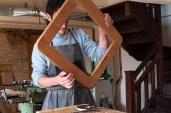 Photo ébéniste dans son atelier