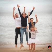 Portrait de famille en bord de mer même en hiver !