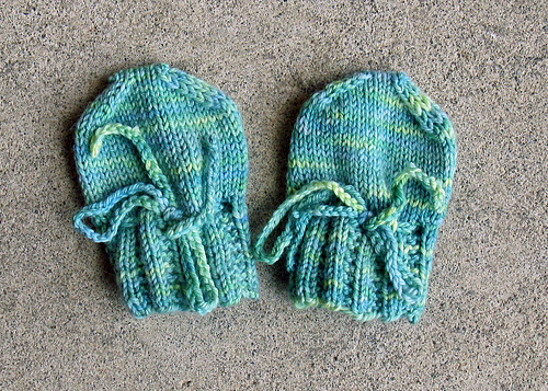 Sock Yarn Newborn Mittens (2/3)