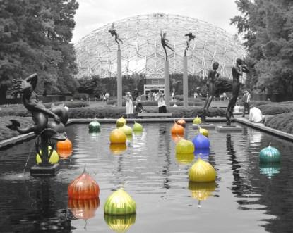 Chilhuly Floating Balls, Botanical Garden