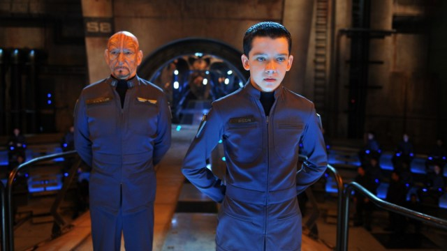 Mazer Rackham (Ben Kingsley) és Ender (Asa Butterfield)