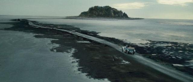desolate-road-to-eel-marsh-house