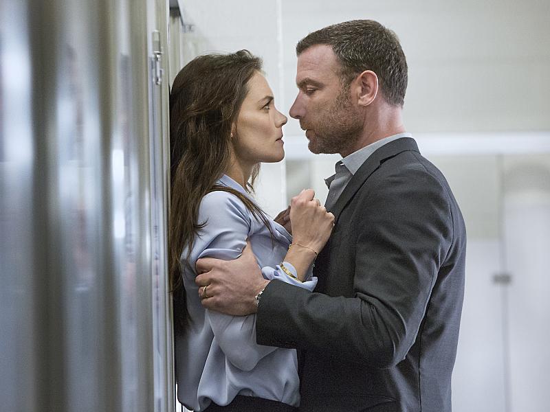 Katie Holmes as Paige and Liev Schreiber as Ray Donovan in Ray Donovan (Season 3, Episode 2). - Photo:  Michael Desmond/SHOWTIME - Photo ID:  RayDonovan_302_2341.R