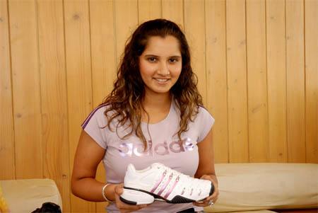 sania_shoe.jpg