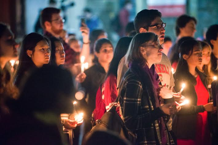 Hundreds gathered on Ho Plaza Tuesday to pay their respects to President Elizabeth Garrett.