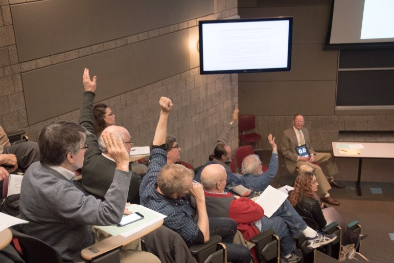 Despite a 10 to 30 vote on a CRP-B amendment, the faculty senate did not make any significant progress towards confirming a new policy.