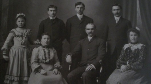 The Lawry Family. Front centre: Richard Lawry with his wife. Far Left: Mable Lawry