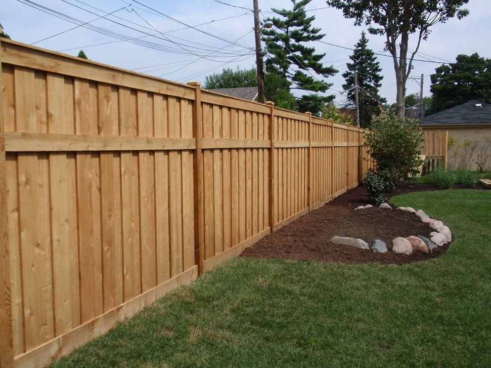 Argument over one metre fence costs £17,000