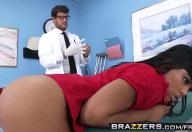 Médico Sacana Comendo a Morena Deliciosa da Paciente
