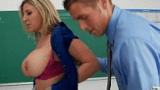 Professora Coroa gostosa fudendo com o aluno depois da aula