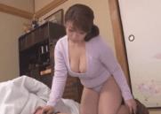Mamãe Japonesa Rabuda fazendo Incesto com o Próprio Filho que estava dormindo