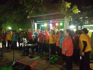 Coro CUMPA canta en la Plaza de Mercedes
