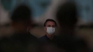 """""""جبناء"""".. رئيس البرازيل ينفعل بعد 100 ألف وفاة بكورونا"""