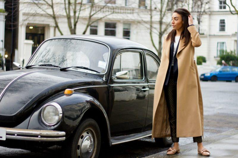 corporate-style-story-zara-printed-trousers-jcrew-logo-tee-reiss-navy-blazer-zara-bow-shoes-jaeger-camel-coat-1-3-800x533@