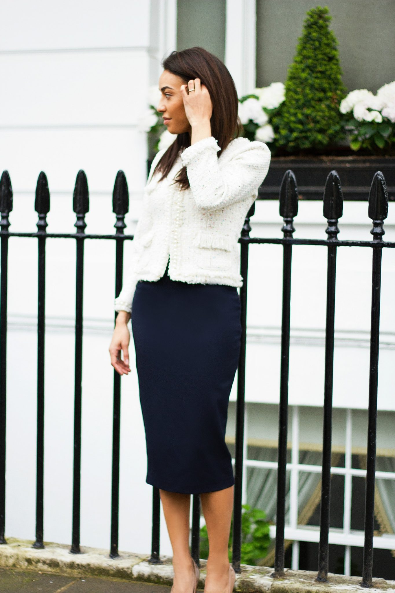 Corporate-Style-Story-Cream-Chanel-Style-Jacket-Navy-Blue-Skirt-Cream-01