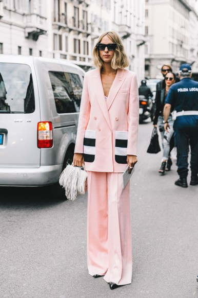 How-to-wear-a-double-breasted-blazer-corporate-style-story-milan-fahion-week-fendi-prada-pink