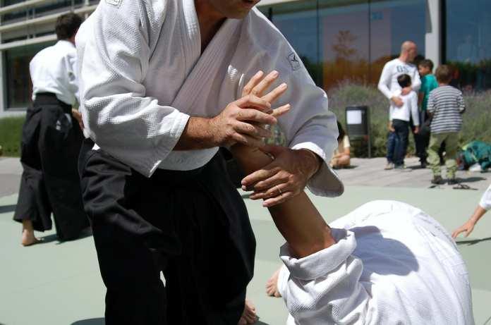 Groupe d'aïkido qui travaille