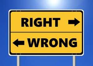 """Deux panneaux """"right"""", """"wrong"""""""