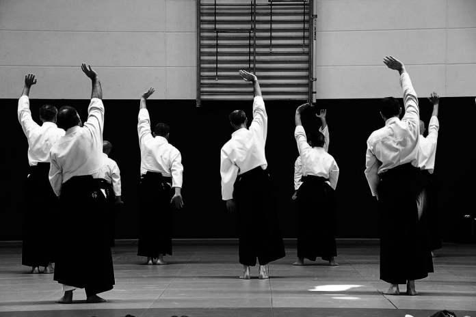 Mouvement d'échauffement d'Aikido