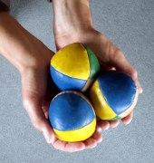 3 Juggling Balls