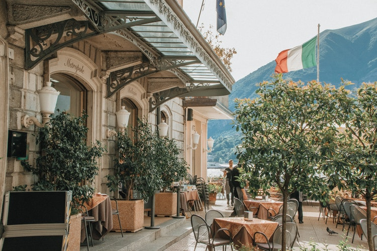 A luxurious Bellagio cafe