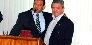 Prefeito Pe. Carlos(E) comemora o CRP
