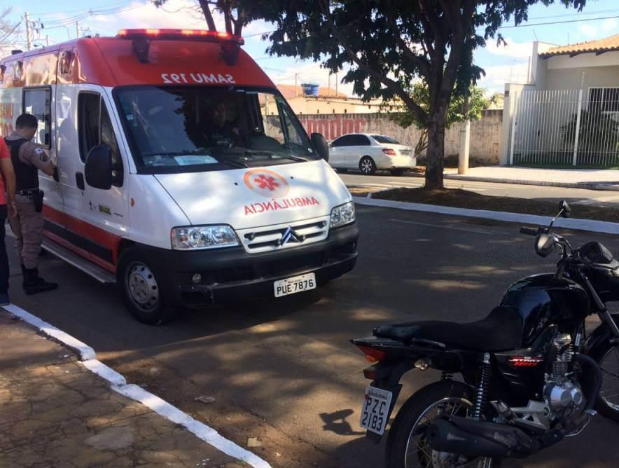 Acidente envolvendo moto e bicicleta deixa dois feridos em Patos de Minas