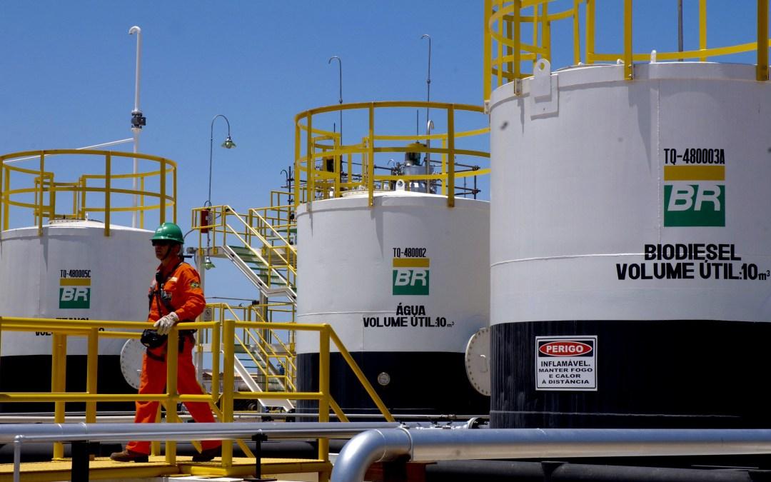 Petrobras faz novas reduções nos preços da gasolina e diesel nas refinarias