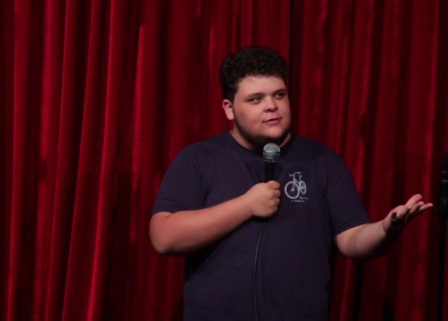 Victor Ahmar é Saco de Pancadas em show de stand up em Vazante
