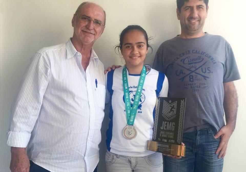 Estudante vazantina é vice-campeã mineira de tênis de mesa