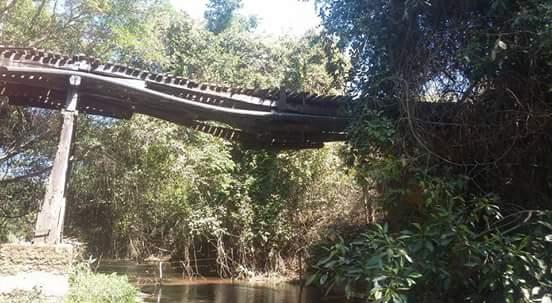 Risco: Ponte que divide Vazante e Lagamar assusta motoristas