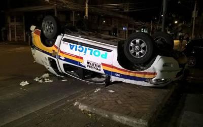 Motorista de BMW com suspeita de embriaguez bate em viatura e fere dois PMs