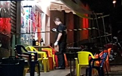 Atirador dispara contra clientes de bar e deixa três homens feridos