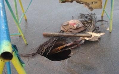 Rompimento de galeria pluvial cria buraco na Avenida Paracatu em Vazante