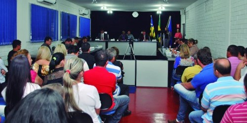 Vereadores aprovam aumento salarial para os professores, em Goiatuba