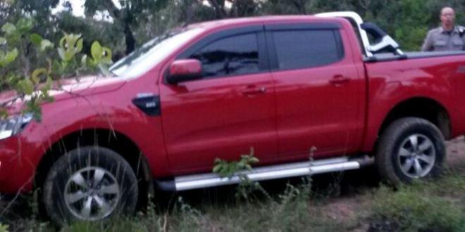 """PM descobre """"desmanche"""" e recupera caminhonete e moto roubadas em Caldas Novas"""