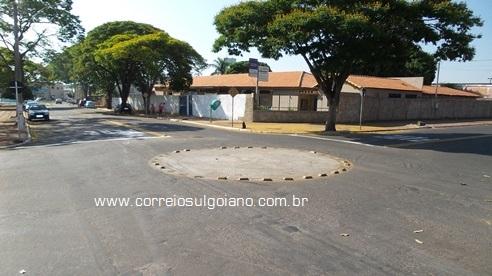 Rotatória na esquina em que aconteceu o fatal acidente