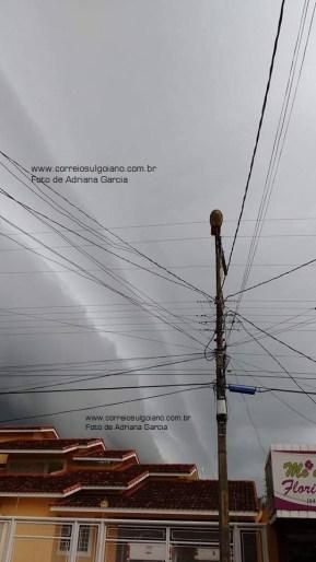 O vento empurrando a chuva - Foto de Adriana Garcia