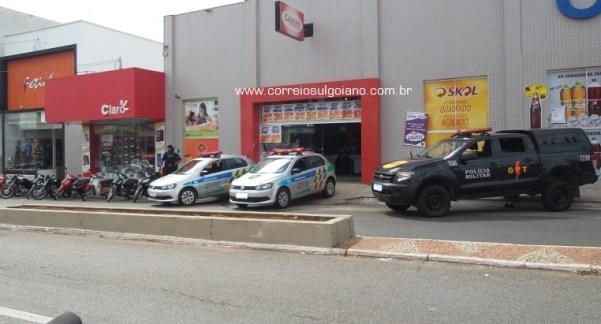 Polícia chega rápido ao local do roubo