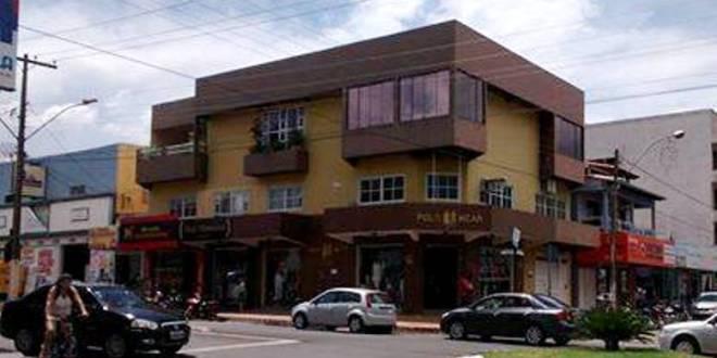 Violência em Morrinhos: Homem rouba loja e carro da cliente no centro da cidade