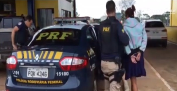Mulher finge estar grávida para transportar cocaína, mas, é presa pela PRF
