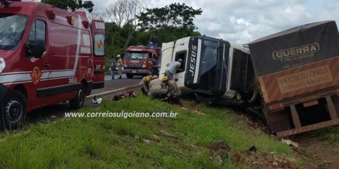 BR-153: Motociclista de Morrinhos morre após acidente com caminhão, próximo ao viaduto, em Morrinhos
