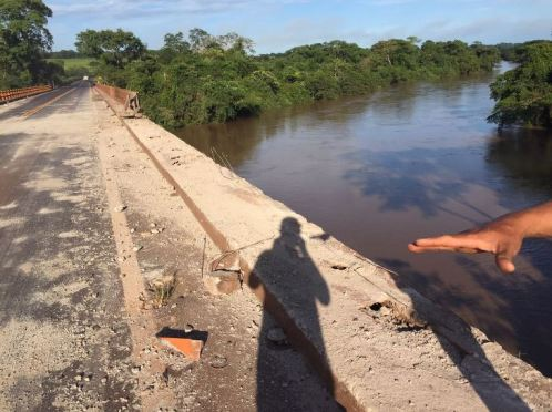 Caminhão cai da Ponte na BR-452 - Rio Meia Ponte