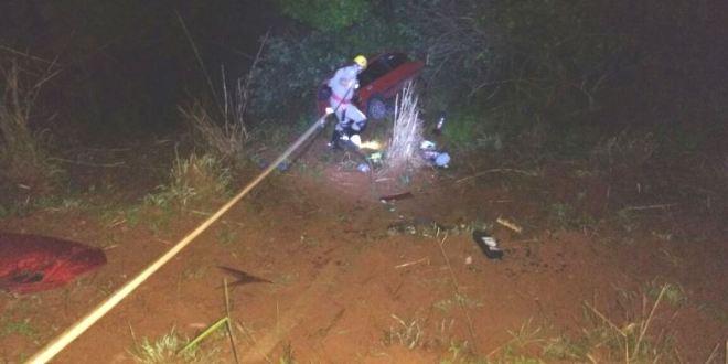 Carro sai da pista e duas mulheres ficam feridas, na GO-476, em Morrinhos! Corpo de Bombeiros fez o resgate