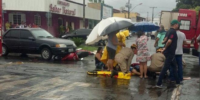 DE NOVO!!! Carro x Moto: motociclista quebra a perna e é transferida para Hospital de Goiânia
